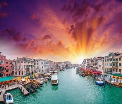 Plakát Benátky. Pohled na Canal Grande v soumraku od mostu Rialto