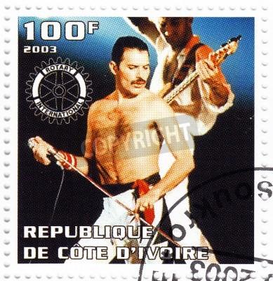 Plakát Benin - CIRCA 2003 razítko vytištěn v Beninu ukazuje, Freddie Mercury vůdce Queen - 1980 slavný muzikál popová skupina, circa 2003