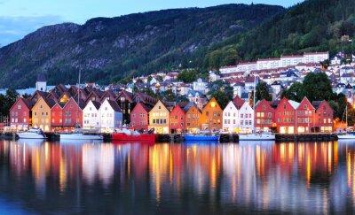 Plakát Bergen noční pohled na panoráma města reflexe