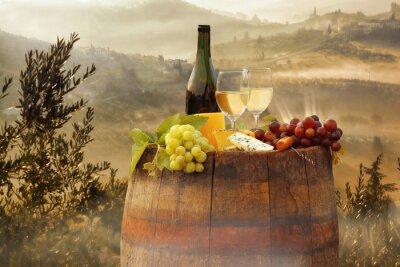 Plakát Bílé víno s barel na vinici in Chianti, Toskánsko, Itálie