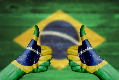 Plakát Brazílie vlajka namaloval na ženské ruce palec nahoru