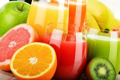 Plakát Brýle nejrůznějších ovocných šťáv. detoxikační dietu