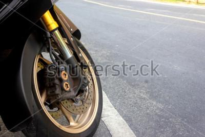 Plakát Brzda předního kola a brzdová kola, brzda motocyklu zůstává na silnici