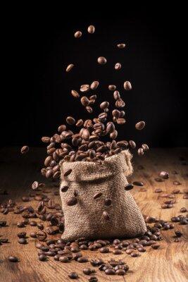 Plakát Cascata di chicchi di caffè v Sacco di Iuta