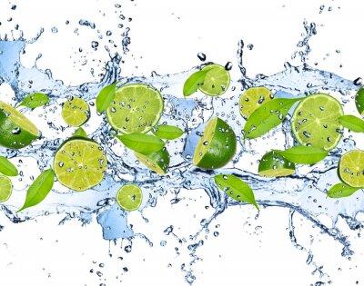 Plakát Čerstvé citrusy ve stříkající vodě, izolovaných na bílém pozadí