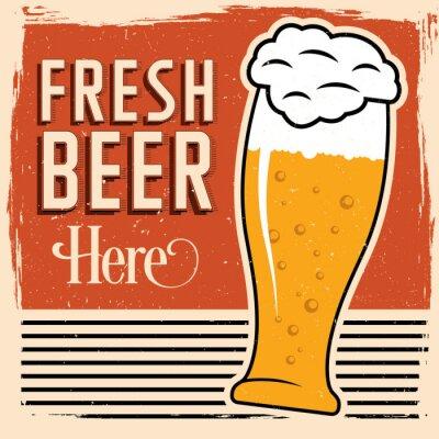 Plakát Čerstvé pivo zde plakát s sklenicí piva, vintage písmo a špíny na vrcholu.