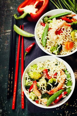 Plakát Chinese noodles with vegetables and shrimps