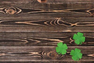 Plakát Čtyři čtyřlístky na dřevěném pozadí