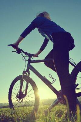 Plakát Dívka na kole v západu slunce