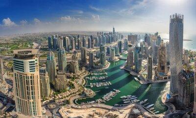 Plakát DUBAI, UAE - OKTOBER 10: Modern buildings in Dubai Marina, Dubai