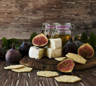 Plakát fíky se sýrem a medem, selektivní zaměření