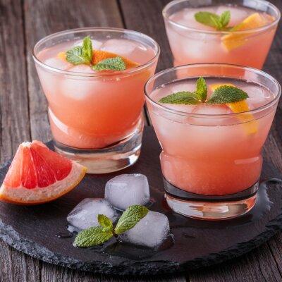 Plakát Grapefruit koktejl s ledem a mátou.