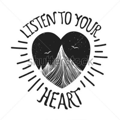 Plakát Ilustrace s horami uvnitř srdce. Poslouchejte své srdce - písmen citace. Motivační a inspirativní typografický plakát s použitím. Design vzhledu, tričko, výstřižek