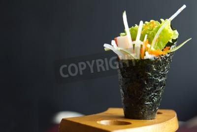 Plakát Japonské jídlo, Kalifornie ruka role držet v dřevěném držáku