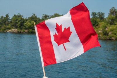 Plakát Kanadská vlajka vlající ve větru Thousand Islands Kanada Ontario