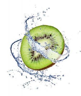 Plakát Kiwi v stříkající vodě, izolovaných na bílém pozadí