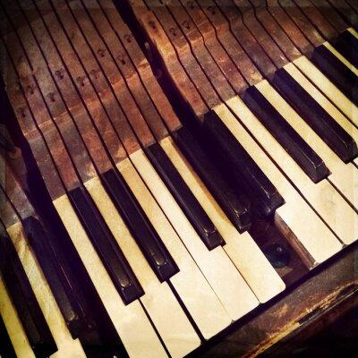 Plakát Klíče na zlomené starožitné piano