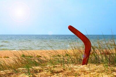 Plakát Krajina s bumerang na zarostlé písečné pláži.