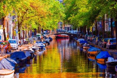 Plakát Krásná kanál ve starém městě Amsterdam, Nizozemí, v provincii Severní Holandsko.