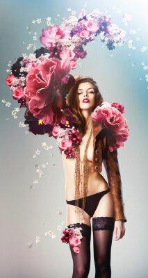 Plakát krásná sexy žena a velké květy