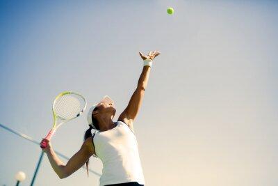Plakát Krásné tenistka sloužící