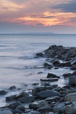 Plakát Krásný západ slunce krajina obraz skalnaté pobřeží v Kimmeridg