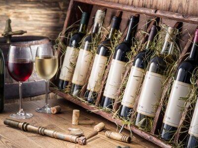 Plakát Láhve vína na dřevěné polici.