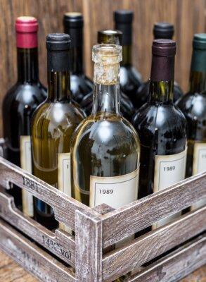 Plakát Láhve vína v dřevěné bedně.