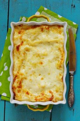 Plakát Lasagne s kuřecím masem a houbami. Pohled shora.