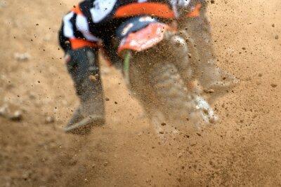 Plakát Létající trosky z motokrosu v prašné cestě
