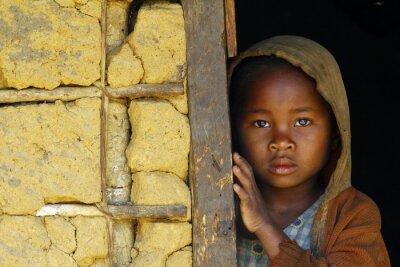 Plakát Madagaskar, plachý a chudé africké dívka s šátek