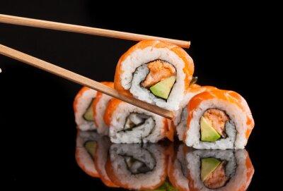 Plakát Maki sushi sloužil na černém pozadí