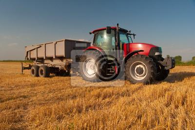 Plakát Moderní červená traktor na zemědělské oblasti na slunné letní den