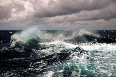 Plakát mořské vlny v oceánu během bouře atlantského