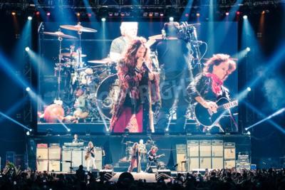 Plakát Moskva, Rusko - 24 května 2014 - Amerocan rocková kapela Aerosmith vystupuje na Olimpiysky 24. května roku 2014 v Moskvě