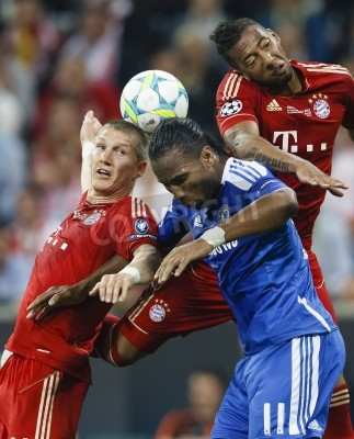 Plakát MUNICH, May 19 - Drogba of Chelsea (M) between Schweinsteiger (L) and Boateng (R) of Bayern during FC Bayern Munich vs. Chelsea FC UEFA Champions League Final game at Allianz Arena on May 19, 2012 in
