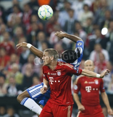 Plakát MUNICH, May 19 - Drogba of Chelsea (R) and Schweinsteiger of Bayern during FC Bayern Munich vs. Chelsea FC UEFA Champions League Final game at Allianz Arena on May 19, 2012 in Munich, Germany.