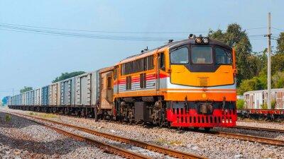 Plakát Nákladní vlak byl posunu. Thajsko - říjen 2015 Nápoj náklad byl posunování ve Ban Pachl křižovatce dvoře. (Převzato forma veřejné platformu).