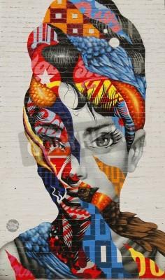 Plakát NEW YORK - 26 února 2015: Nástěnná malba umění Audrey Mulberry Tristan Eaton v Little Italy.