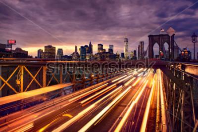 Plakát Night car traffic on Brooklyn Bridge in New York City