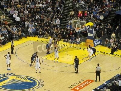 Plakát OAKLAND CA - Březen 11: Kouzelná vs Warriors: Golden State Warriors Stephen Curry bere volného hodu střílet na Oracle Arena přijata 11.03.2011 Oakland Kalifornie.