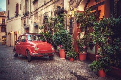 Plakát Old vintage kult auto zaparkované na ulici v restauraci, v