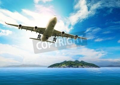 Plakát osobní letadlo letící nad krásnou modrou oceán a ostrov v čistotě destinaci mořské pláži využití pro letní dovolenou dovolenou treveling