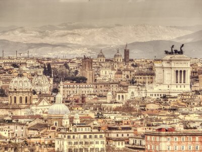 Plakát Panoramatický výhled na Řím na pozadí hor. Retro osočil fotografie