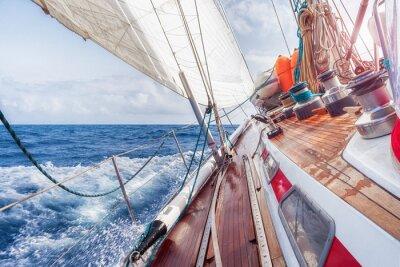 Plakát plachetnice navigaci na vlnách
