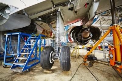 Plakát Podvozek letounu pod těžkou údržbu