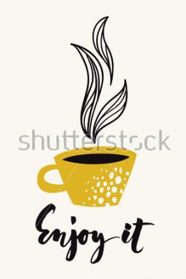 Plakát Podzimní kaligrafie s kávou nebo šálkem čaje. Užijte si kaligrafický text. Vektorové abstraktní design. Barevný plakát nebo karta pro tiskové médium. Zlatá barva.