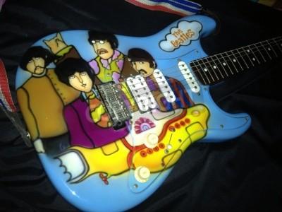 Plakát Ponorka téma Beatles Yellow přestříkal na kytaru Stratocaster