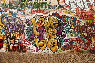 Plakát Praha, Česká republika - 07.10.2010: část Lennonova zeď v malém městečku části Prahy nedaleko Karlova mostu. Tento historický stěna je otevřena veřejnosti graffiti na památku Johna Lennona.