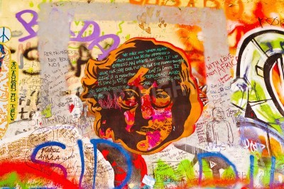 Plakát PRAHA, ČESKÁ REPUBLIKA - 11. září 2014: Famous John Lennon Wall v Praze na Kampě Islandu se naplní Beatles inspirovaná graffiti a kousky textů od roku 1980. Graffiti jsou nakresleny na denní bázi.